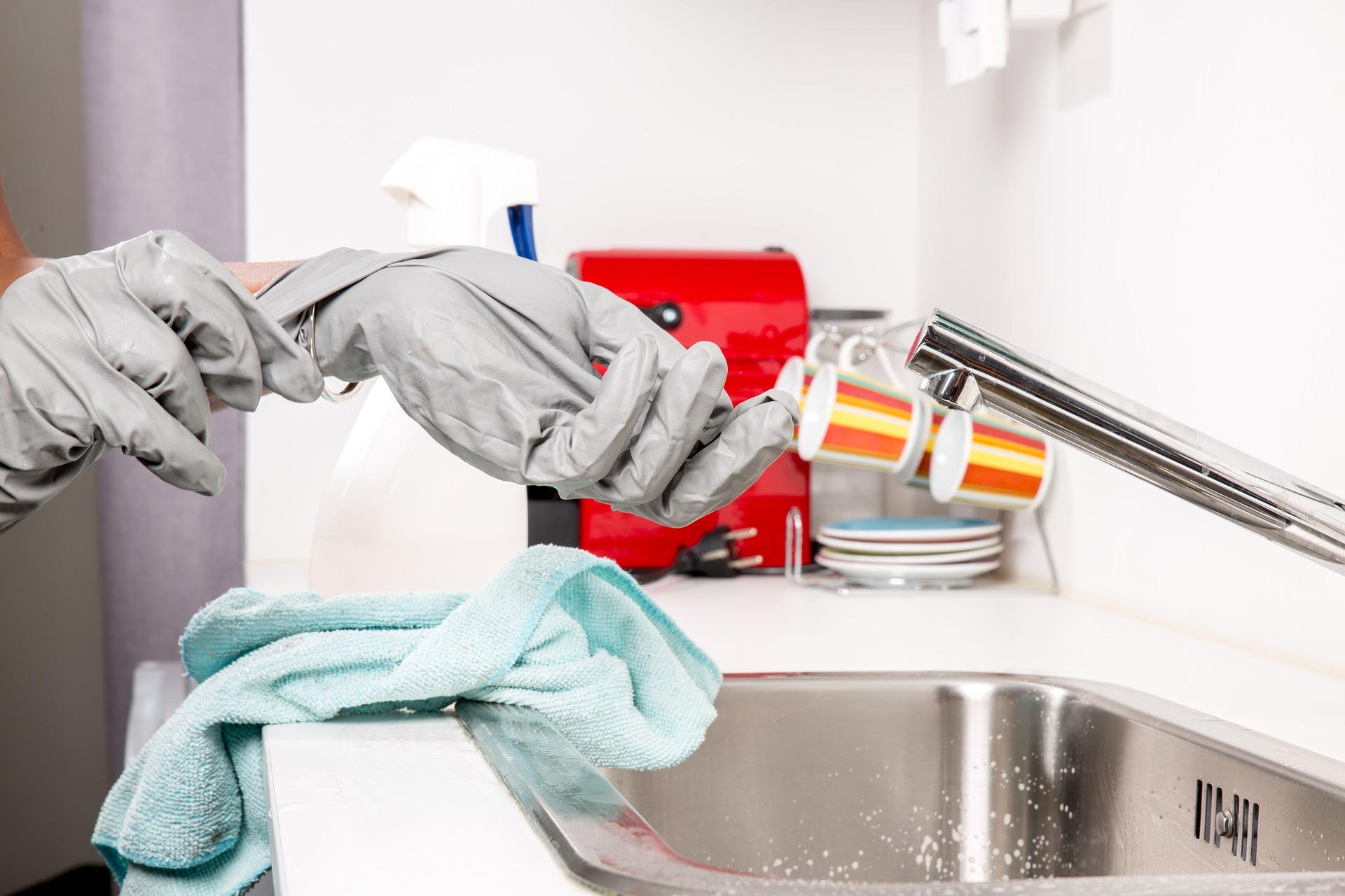 sprzątanie rękawiczki detergent
