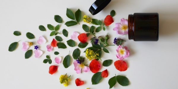 trądzik naturalne kosmetyki kwiaty