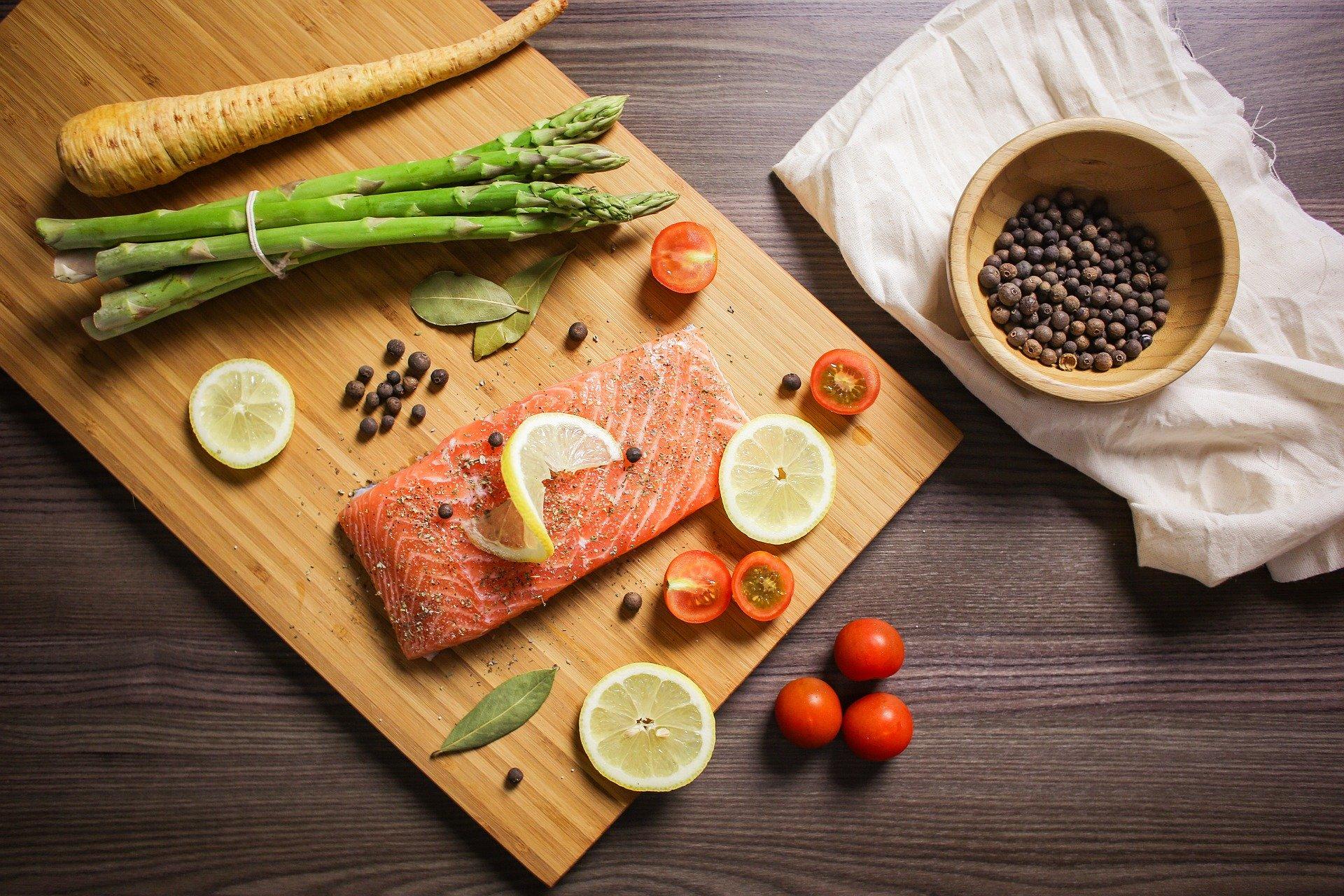 ryby owoce morza łosoś tabela wartości odżywczych